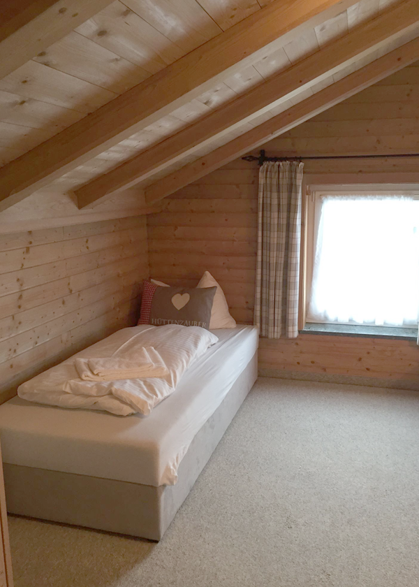 Chalet in Leogang apartments bedroom